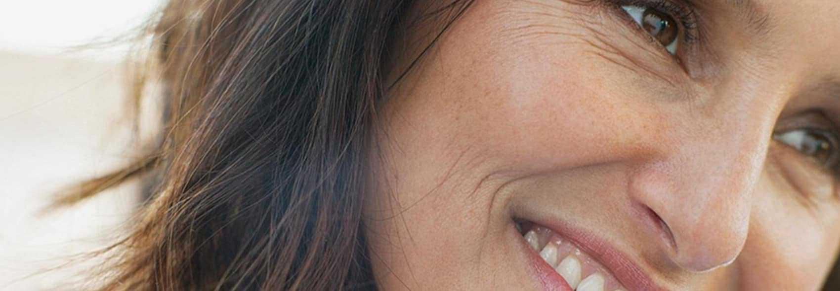 CLOSEUP WOMAN SMILING